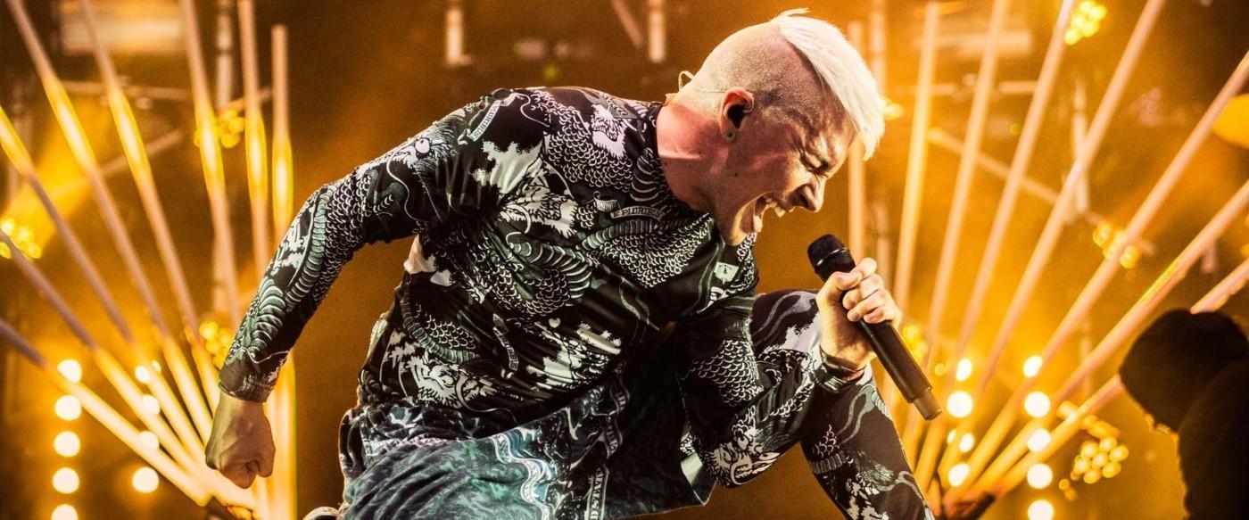 Antti Tuisku lavalla